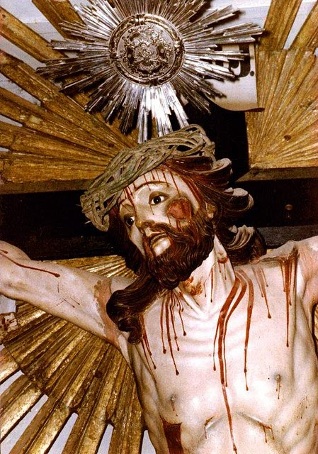 Crucificado, Minas