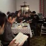 Católicos se reúnem às escondidas por causa da perseguição do regime comunista