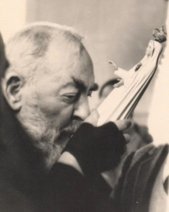 Grande amor de São Pio pela Virgem de Fátima
