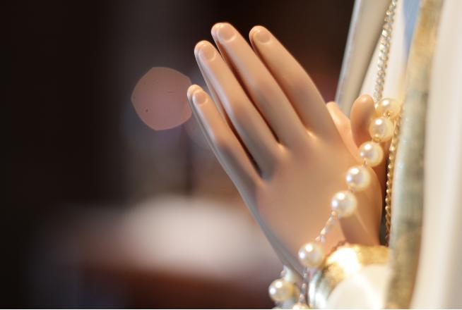 Rosário nas mãos de Fátima