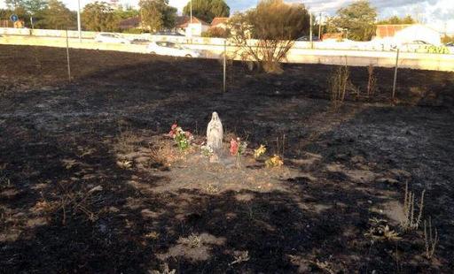 Na foto pode se apreciar que toda a terra está queimada com exceção das proximidades da imagem. ( Imagem: JMZavalaOficial )