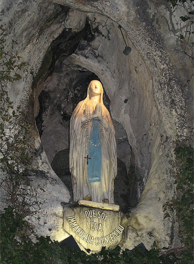Nossa Senhora de Lourdes na Gruta