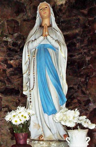 Nossa Senhora de Lourdes no texto Coronavírus: Reze esta Oração de Confiança à Nossa Senhora