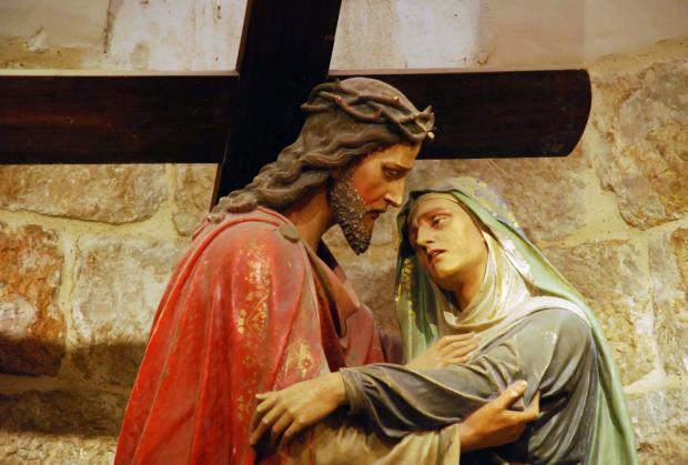 Jesus e Maria no texto A cruz está pesada? A força que você precisa pode estar aqui. Confira!